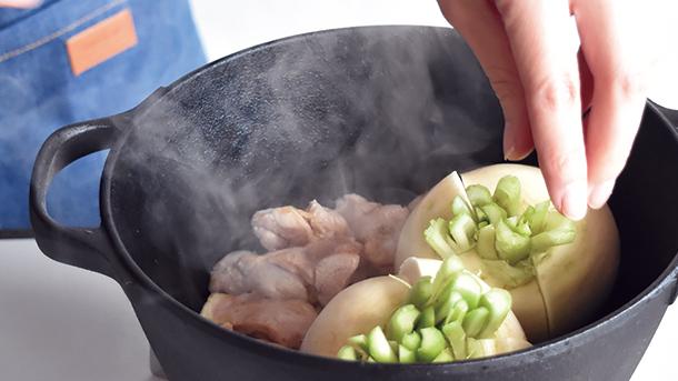 鉄鍋レシピ かぶと鶏もも肉のシンプル煮