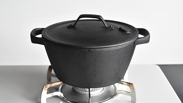 鉄鍋 かぶと鶏もも肉のシンプル煮